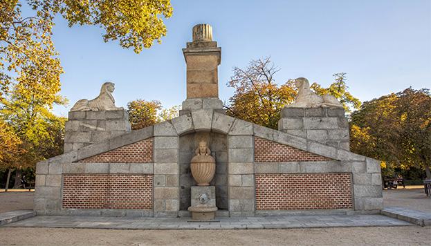 En el Parque de El Retiro hay una fuente egipcia. ¿La encuentras? (© Álvaro López del Cerro).