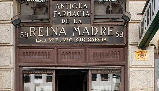 La Antigua Farmacia de la Reina Madre está a solo unos pasos de la Plaza Mayor.