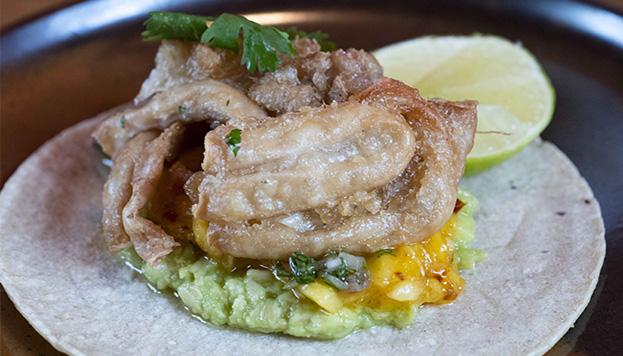 Estas gallinejas en taco Madrid-DF del restaurante Salino están buenísimas. ¿Te animas a hacerlas en casa?