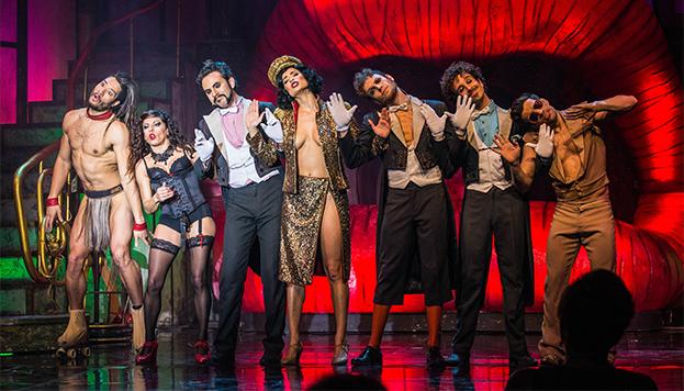 ¡Bienvenidos a The Hole! Un espectáculo que es música, circo, burlesque y cabaret (©The Hole).