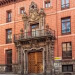 Fachada del Palacio de Perales.