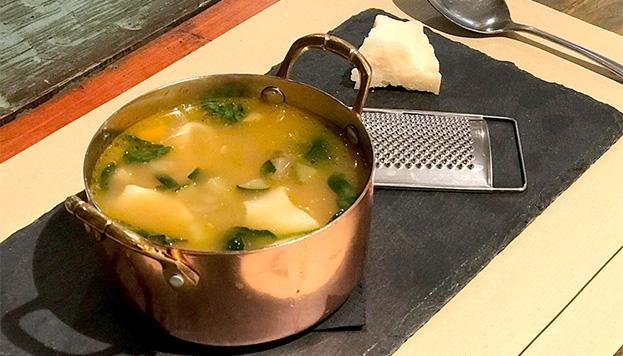 ¡La vida es bella! Y la sopa minestrone de la Trattoria Sant Arcangelo está exquisita.
