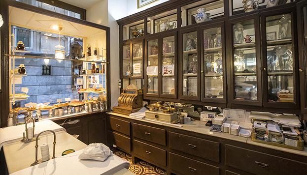 El interior de la pastelería nos transporta a tiempos pasados (©Álvaro López del Cerro).