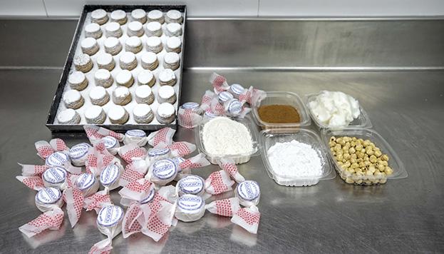 ¡Vamos a hacer polvorones! Estos son los ingredientes  (©Álvaro López del Cerro).