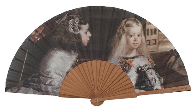 Las Meninas de Velázquez adornan este abanico, de venta en la tienda del Museo del Prado.