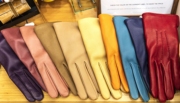 Los guantes son desde hace siglos el complemento de moda perfecto (© Álvaro López del Cerro).
