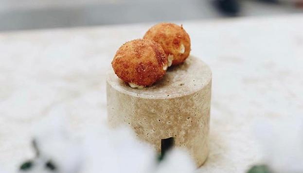 Las croquetas de La Bien Aparecida son de lacón y huevo cocido.