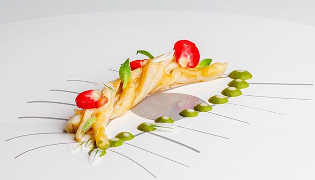Navajas a la parrila, una de las delicias que prepara Paco Roncero en su restaurante.