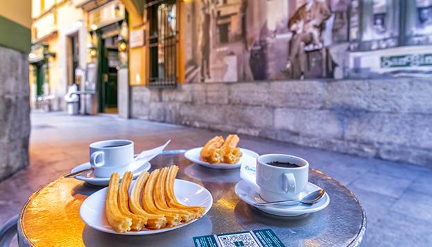 No hay nada más típico y castizo que tomarse un chocolate con churros en San Ginés (© Álvaro López del Cerro).