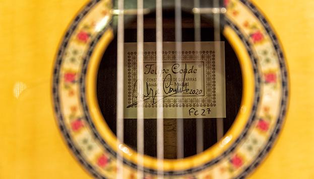 Detalle de una de las guitarras de Felipe Conde (© Álvaro López del Cerro).