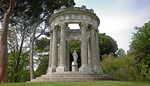 Temple en l'honneur de Bacchus. Le Jardin du Caprice