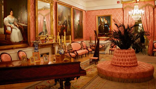 Installé dans l'élégant hôtel particulier du marquis de Matallana (XVIIIe siècle), le musée du Romantisme évoque ce que fut ce mouvement culturel en Espagne sous le règne d'Isabel II.