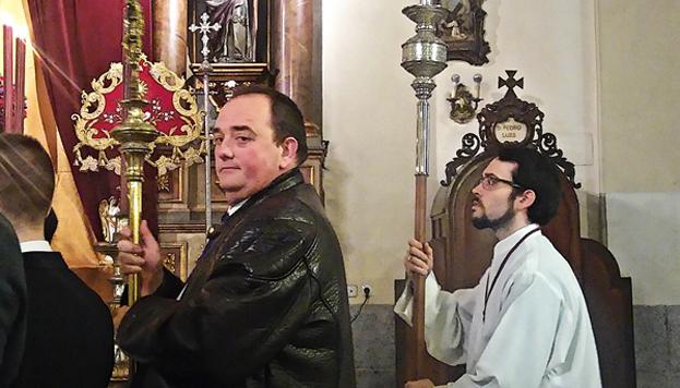 Jesús Peña, très sérieux dans sa fonction de majordome de la Confrérie de La Borriquita. C'est lui qui est en charge de toute l'intendance.